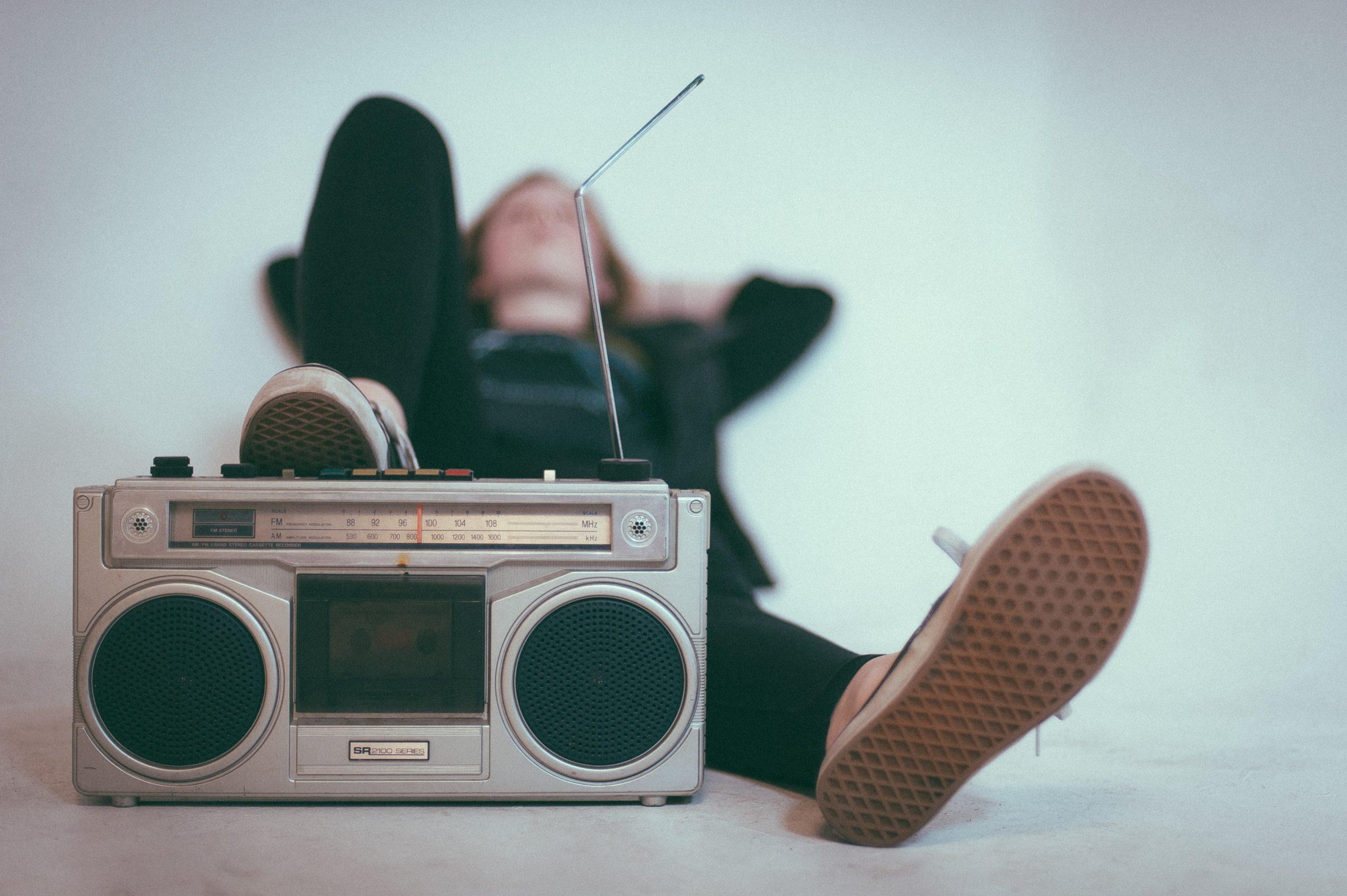 ¿Cansado de las frases genéricas de la radio? La mejor emisora de radio online dentro de nuestro blog para ti.